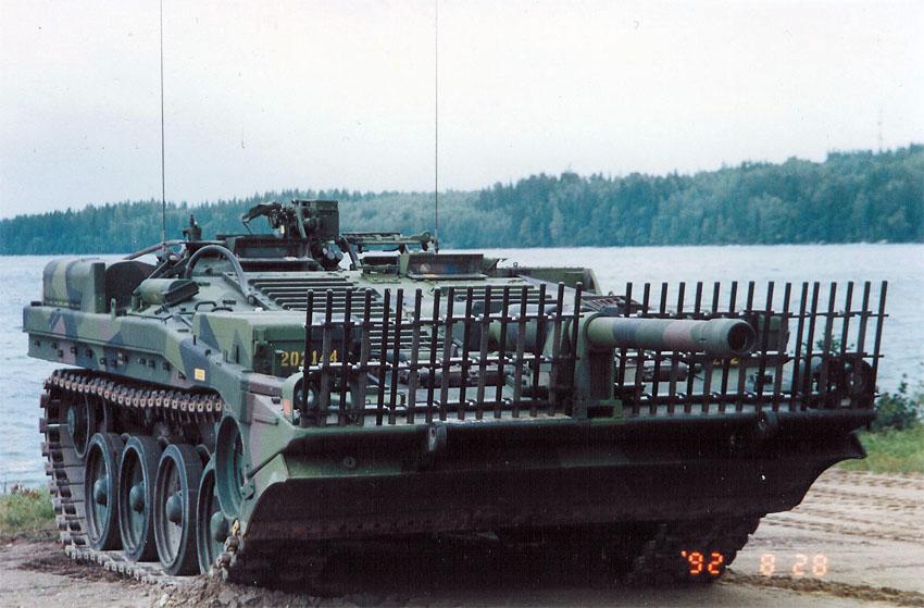Sveriges forsta stridsvagn pa plats